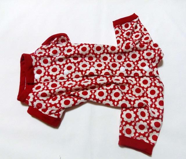 赤いお花のパジャマ