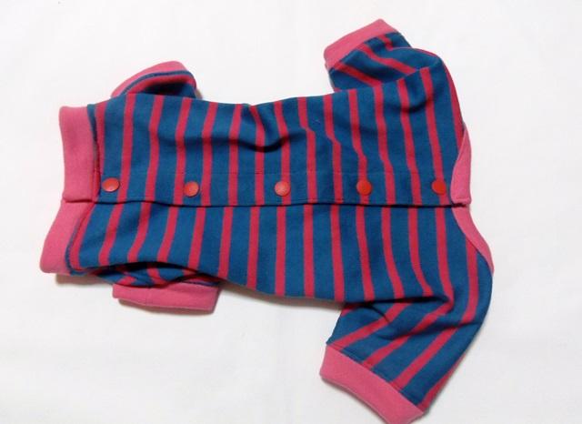 ピンクのストライプのパジャマ