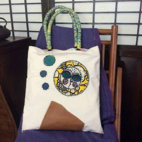 トートバック 帆布地 モラ刺繍風 太陽と革