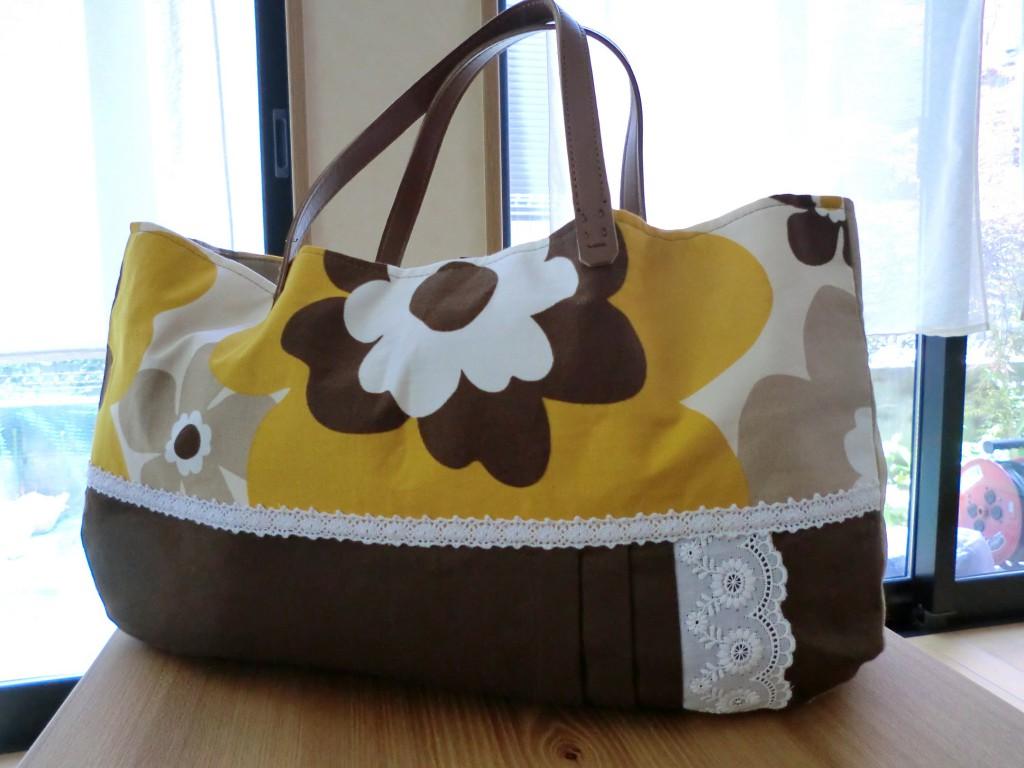 横長の花柄バッグ