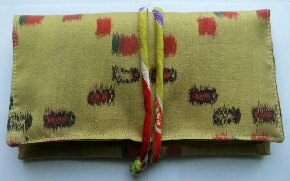 着物リメイク 銘仙の着物で作った和風財布 929