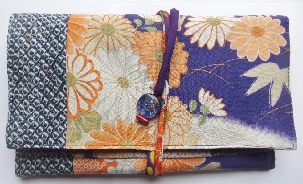 着物リメイク 絞りと花柄の着物で作った和風財布933