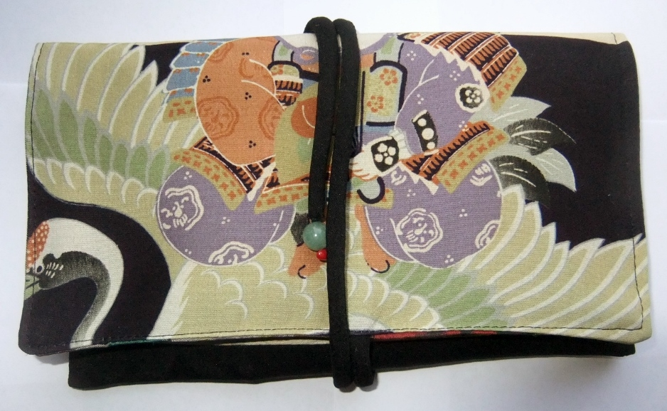 着物リメイク お宮参り着と黒の羽織で作った和風財布 953