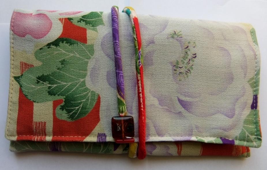 着物リメイク 花柄の着物で作った和風財布 965