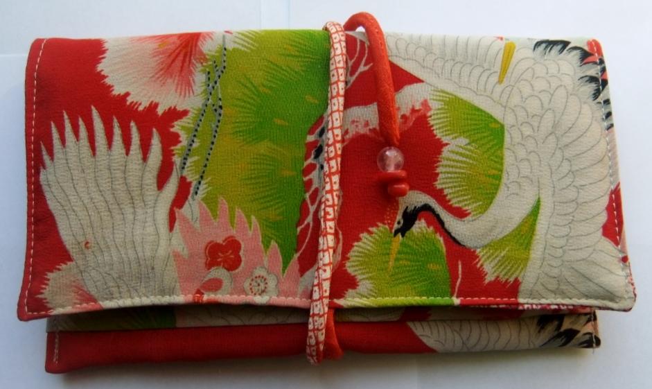 着物リメイク 鶴柄の着物で作った和風財布 967