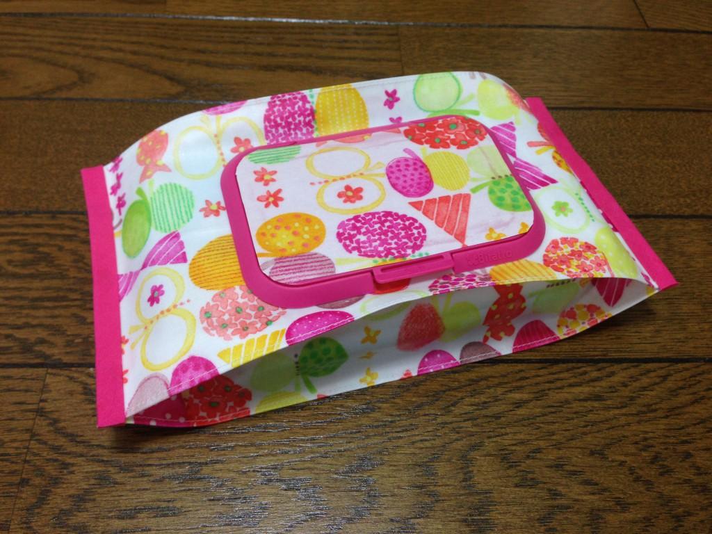 水彩タッチのりぼん蝶々柄おしりふきケース(ピンク)