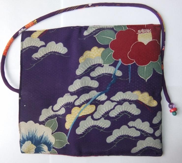 着物リメイク 花柄の着物で作った和風財布 982