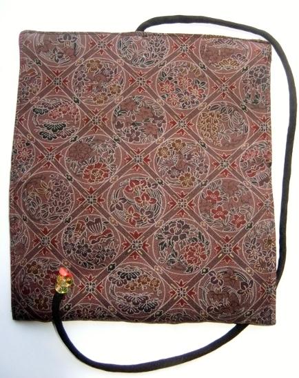 着物リメイク 正絹の着物で作った和風財布 1075