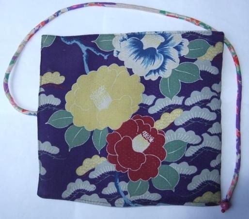 着物リメイク 椿の花柄の着物で作った和風財布 1373