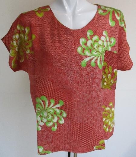 送料無料 着物リメイク 花柄の着物で作ったプルオーバー 2584