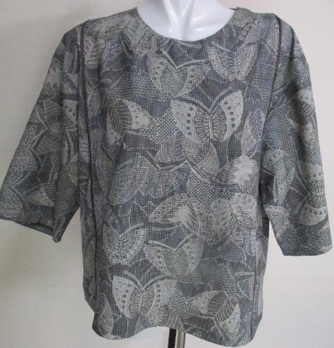 送料無料 蝶々の柄の着物で作ったプルオーバー 2892