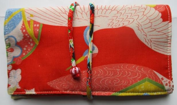 送料無料 鶴と花柄の着物で作った和風財布・ポーチ 2914