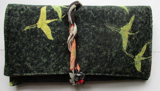 送料無料 着物リメイク 鶴柄の着物で作った和風財布 2922