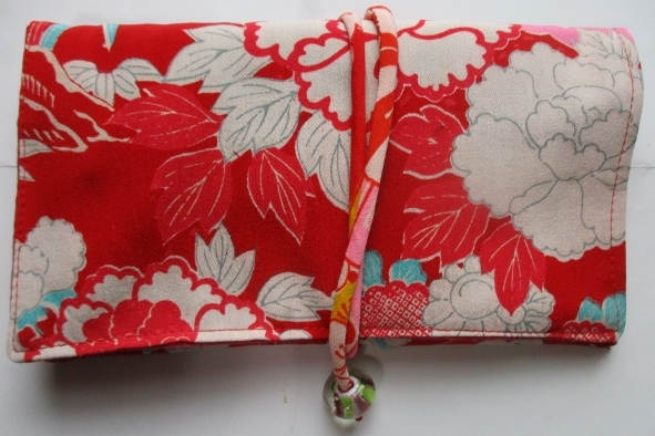 送料無料 花柄の着物で作った和風財布・ポーチ 2940