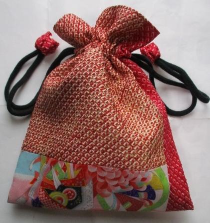 送料無料 絞りと花柄の着物で作った巾着袋 3187