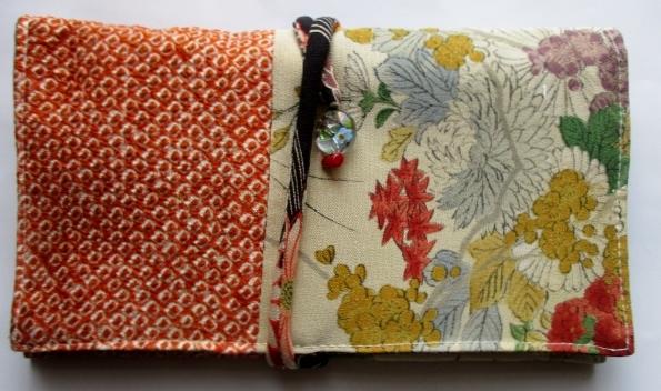 送料無料 絞りと花柄の着物で作った和風財布・ポーチ 3353