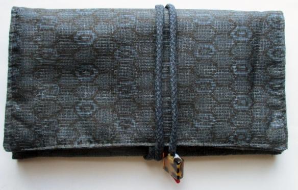 送料無料 藍大島紬の着物で作った和風財布・ポーチ 3359