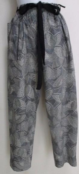 送料無料 蝶々の柄の着物で作ったパンツ 3458