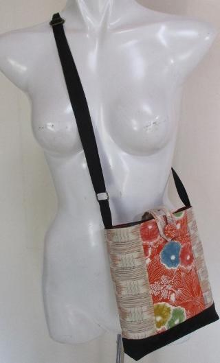 送料無料 紬と花柄の着物で作ったポシェット 3521