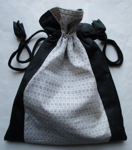 送料無料 藍大島紬と白絣で作った巾着袋 3673