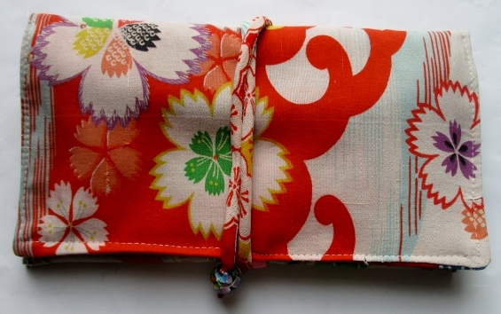 送料無料 花柄の着物で作った和風財布・ポーチ 3682