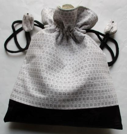 白絣と黒の帯で作った巾着袋 3687