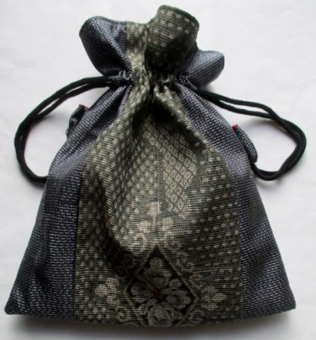 送料無料 大島紬で作った巾着袋 3698