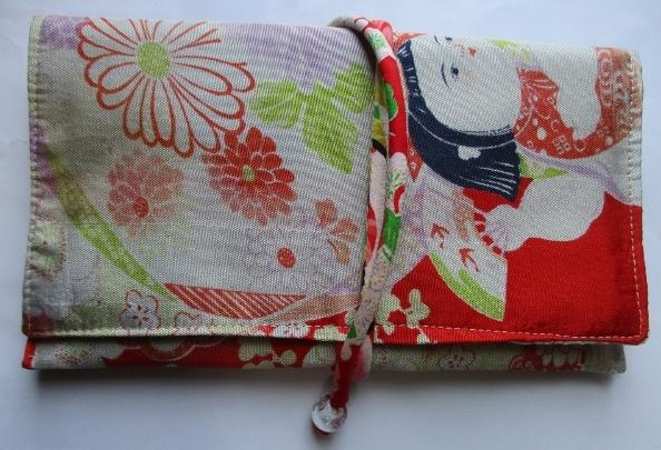 送料無料 羽織の裏地で作った和風財布・ポーチ 3699