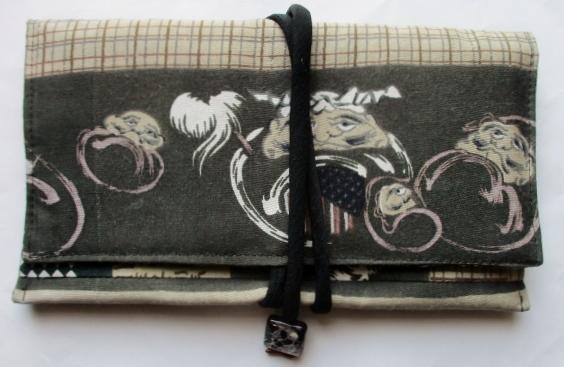 送料無料 羽織の裏地で作った和風財布・ポーチ 3853